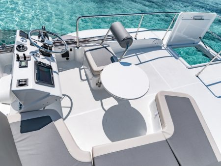 Swift 30 Trawler flybridge